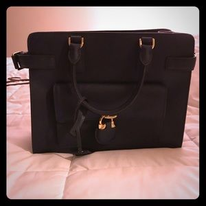 Micheal Kors East West Saffiano Navy With Tags